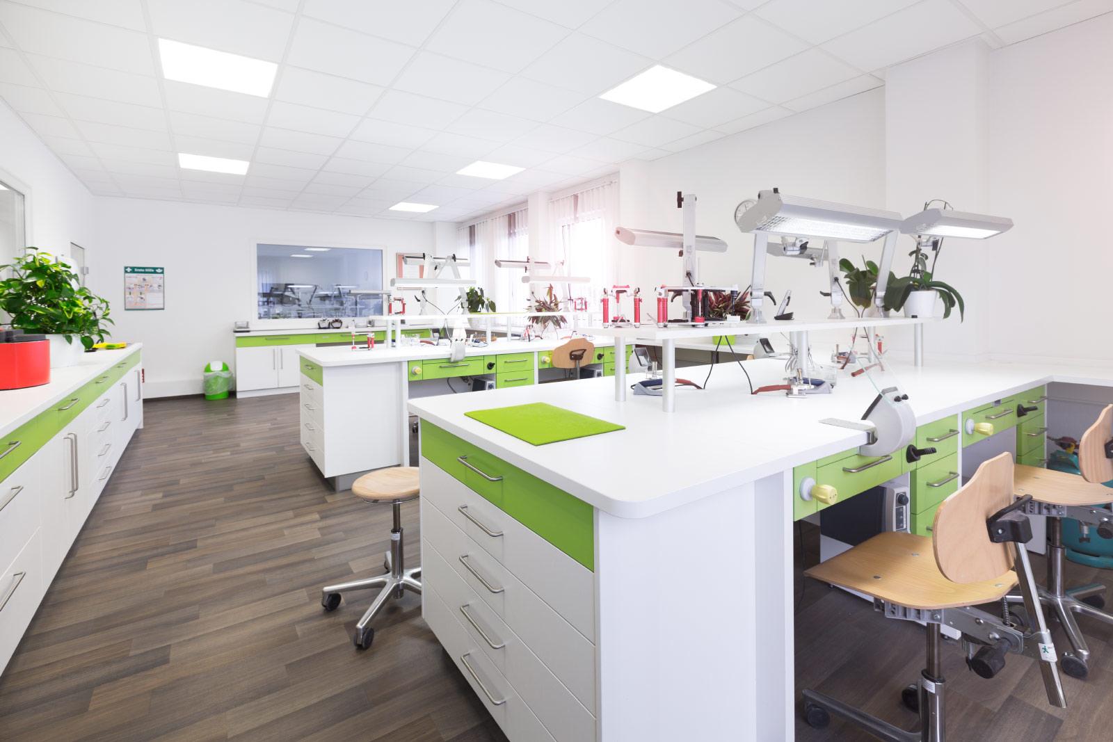 Arbeitsplätze Dentalstudio Hoyerswerda